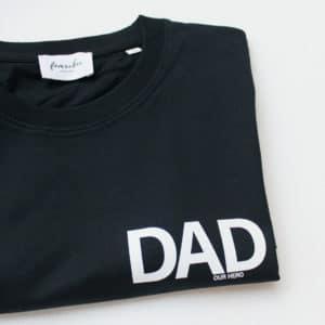 """Famvibes Herren T-Shirt """"Dad our hero"""" schwarz 1"""